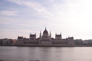 ブダペスト ドナウ川沿いの国会議事堂の写真素材 [FYI00289940]