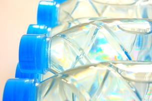 飲料水と光の写真素材 [FYI00290201]