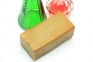 石鹸とガラス瓶の写真素材 [FYI00290907]