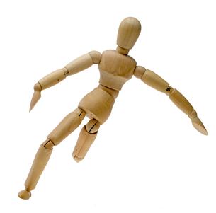 ボールを蹴る木製人形の写真素材 [FYI00291458]