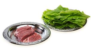 豚肉とサンチュの写真素材 [FYI00291536]
