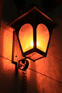 街角の灯りの写真素材 [FYI00297304]