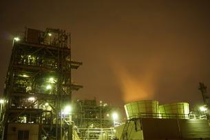 工場夜景の写真素材 [FYI00298451]