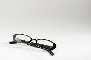 黒ぶちメガネの写真素材 [FYI00298454]