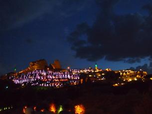 カッパドキアのライトアップがある夜景の写真素材 [FYI00298464]
