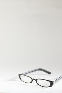 黒ぶちメガネの写真素材 [FYI00298470]