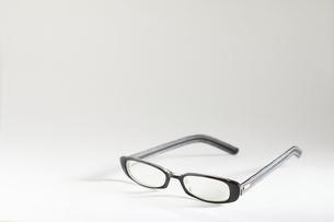黒ぶちメガネの写真素材 [FYI00298478]