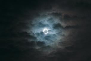 東京での皆既日食の写真素材 [FYI00298552]