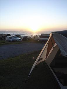夕暮れの千葉のキャンプ場の写真素材 [FYI00298574]