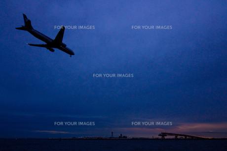 日没と着陸の写真素材 [FYI00299304]