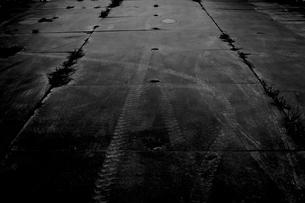タイヤ跡の写真素材 [FYI00299353]