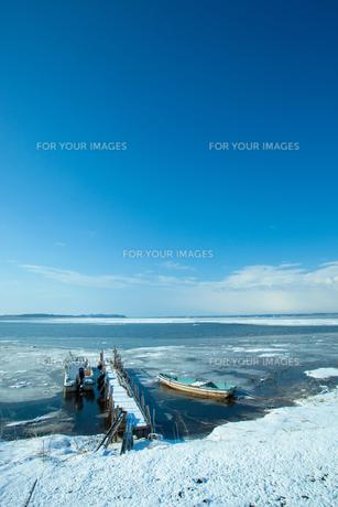 冬の小川原湖の写真素材 [FYI00299706]