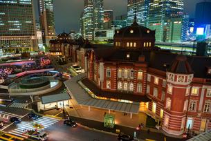 東京駅の夜景の写真素材 [FYI00299798]