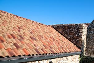 瓦葺の屋根の写真素材 [FYI00301335]