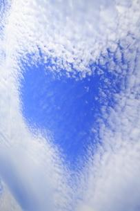 ハートの形の青空の写真素材 [FYI00302218]
