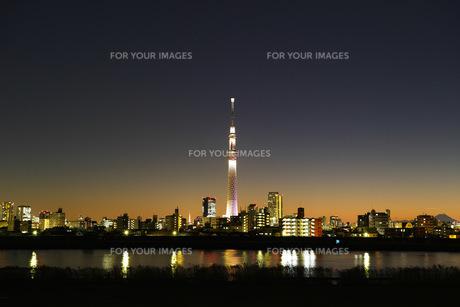 スカイツリーと東京タワーと富士山の写真素材 [FYI00302806]