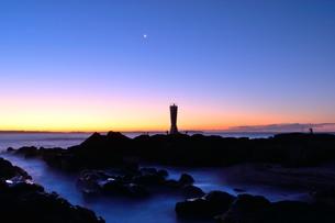 夜明け前の城ケ島の写真素材 [FYI00302864]