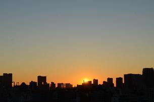都会の夜明けの写真素材 [FYI00302910]