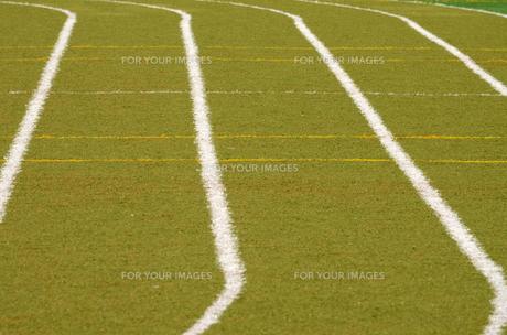 陸上競技場のトラックの写真素材 [FYI00302929]