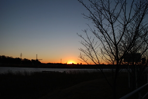 風車のある夕日②の素材 [FYI00303114]