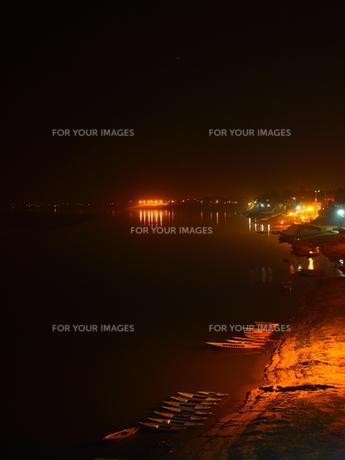 夜のガンジス川の素材 [FYI00303222]