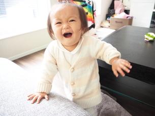 全力で笑顔の女の子の素材 [FYI00303317]