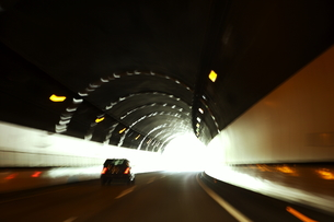 高速道路のトンネルの写真素材 [FYI00303739]