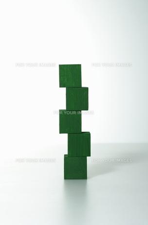 緑色の積み木の写真素材 [FYI00303775]