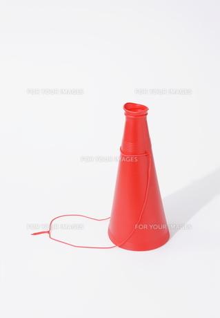 赤いメガフォンの写真素材 [FYI00303882]
