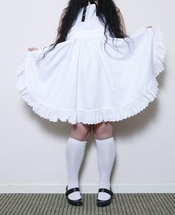 エプロン姿の女性の写真素材 [FYI00303948]
