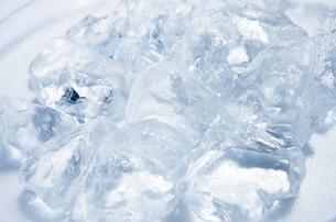 皿の上の氷の写真素材 [FYI00304008]