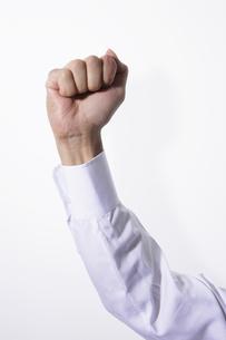 拳をかざす男性の写真素材 [FYI00304035]