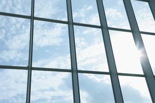 窓越しの空の写真素材 [FYI00304132]