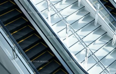 エスカレーターと階段の写真素材 [FYI00304134]