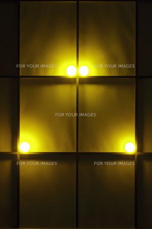 障子窓と光のオブジェの写真素材 [FYI00304477]