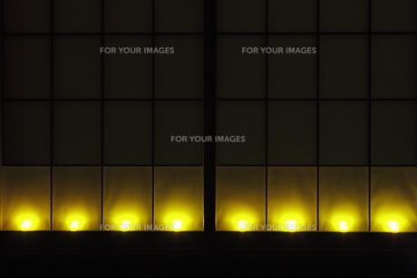 障子窓と光のオブジェの写真素材 [FYI00304485]