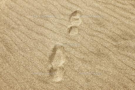 砂地の靴跡の素材 [FYI00304486]