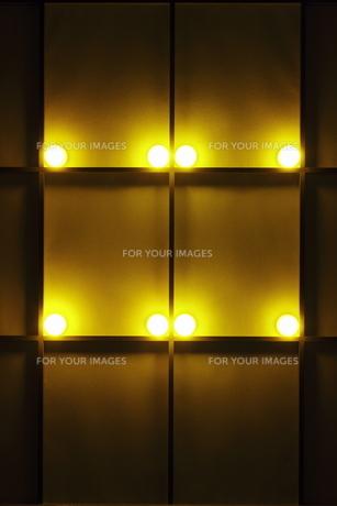 障子窓と光のオブジェの写真素材 [FYI00304498]