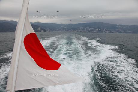 海上の旗の写真素材 [FYI00304603]