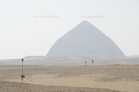 霞んだピラミッド-1の写真素材 [FYI00304668]