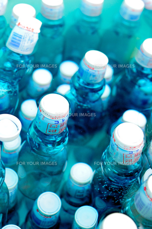 ラムネ瓶の写真素材 [FYI00304877]