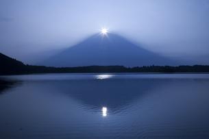 ダイヤモンド富士の写真素材 [FYI00306658]