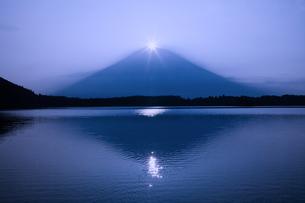 ダイヤモンド富士の写真素材 [FYI00306684]