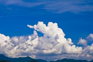 雲と山並の写真素材 [FYI00306774]