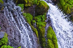 滝の水しぶきの写真素材 [FYI00306909]