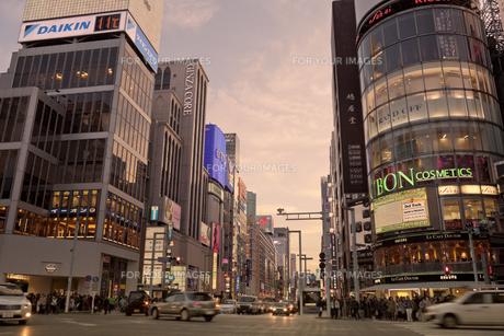 銀座4丁目の夕景の写真素材 [FYI00307135]