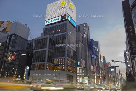 銀座4丁目の夜景の写真素材 [FYI00307139]
