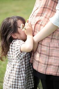 妊婦と女の子の写真素材 [FYI00307597]