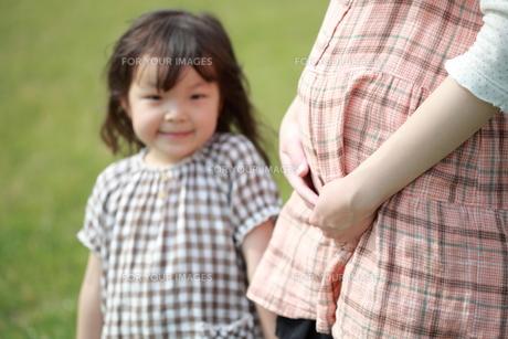 妊婦と女の子の写真素材 [FYI00307598]