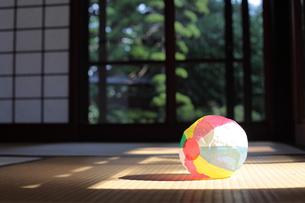 和室と紙風船の写真素材 [FYI00307634]